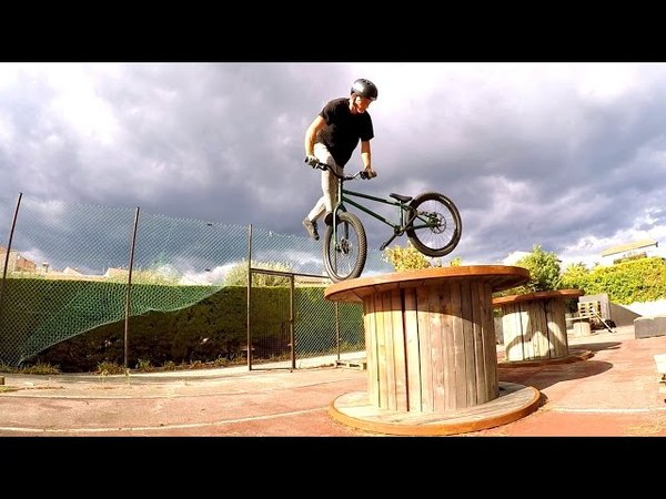 Ride chainless on the playground! - Street trial 2016 - John Langlois