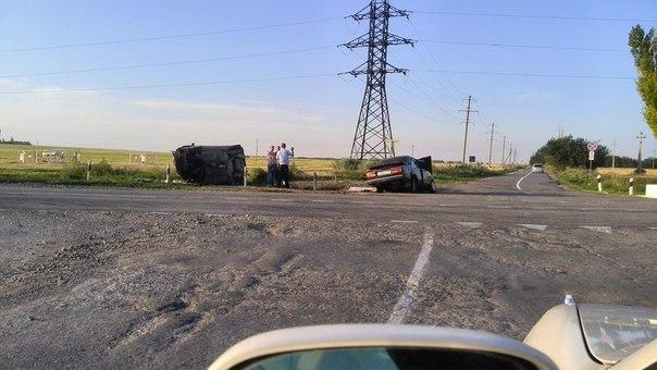 На трассе Ростов-Таганрог столкнулись Opel Vectra и «ВАЗ-2107», пострадали три человека