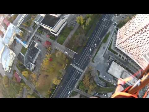 Красивый прыжок с парашютом с московской высотки