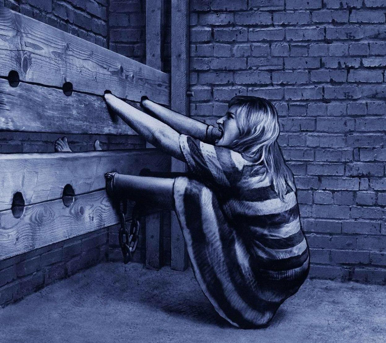 Пытки девушек в кандалах 17 фотография