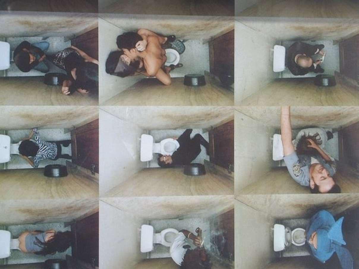 Скрытая в туалете на пляже и универа 16 фотография