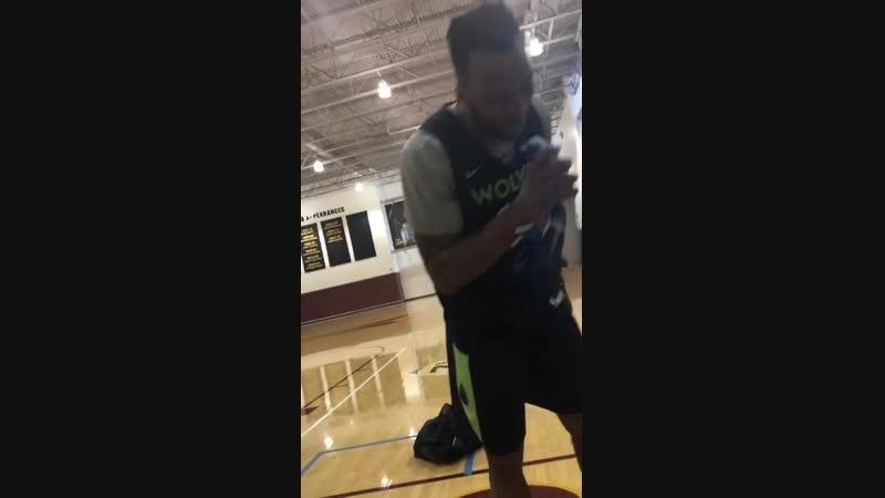 Okogie sings happy birthday to RoCo