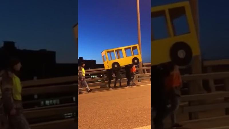 Владивосток парни прикинулись автобусом чтобы пройти по Золотому мосту