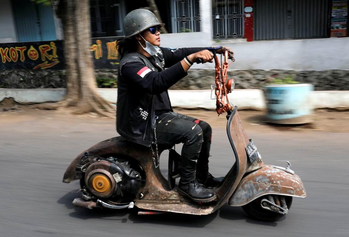 Не машина, а зверь: Индонезийская экстремалка со своим транспортным средством