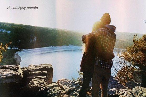 Десять секретов Любви 1. Первый секрет - СИЛА МЫСЛИ - Любовь начинается с мыслей. - Мы становимся тем, о чем думаем. Полные любви мысли создают полную любви жизнь и полные любви отношения. 2. Секрет второй: СИЛА УВАЖЕНИЯ - Чтобы любить кого-то, научитесь вначале его уважать. - Прежде всего, нужно уважать себя. 3. Секрет третий: СИЛА ДАРЕНИЯ - Если вы хотите получить любовь, нужно просто дарить ее! Чем больше любви вы дарите, тем больше вы получите. - Любить - означает дарить часть себя, без…