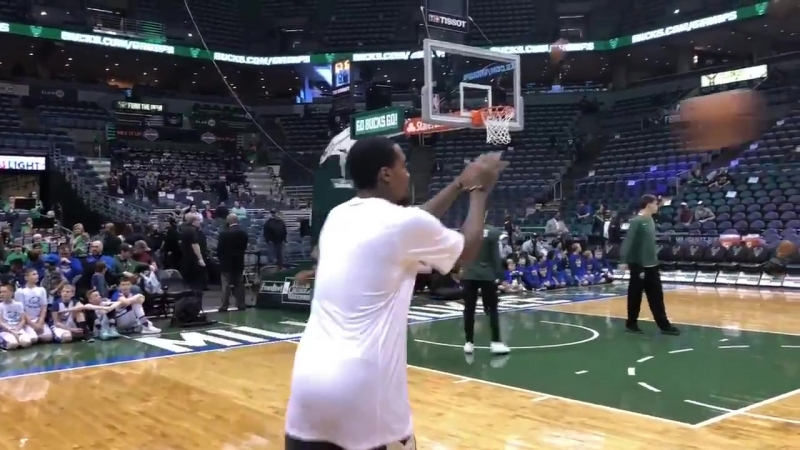 Brandon Jennings - Warm-up Before the Game vs. Atlanta Hawks (17/03/18)