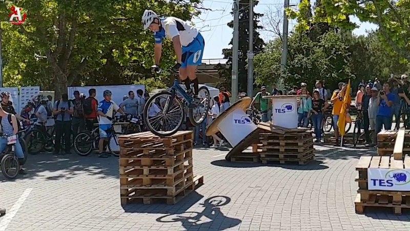 Трюки на велосипедах. Велопобеда. Сверхзамедленное видео.