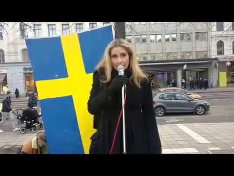 Många hundra missnöjda medborgare på Norrmalmstorg! 1/2
