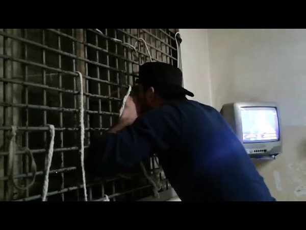 Таджик красиво поет нашид (nashid) в тюрьме