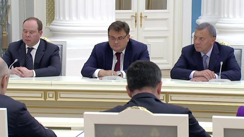 Путин встречается с новым правительством России
