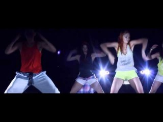 Zumba� Fitness Poland - Ojitos chiquititos (reggaeton)