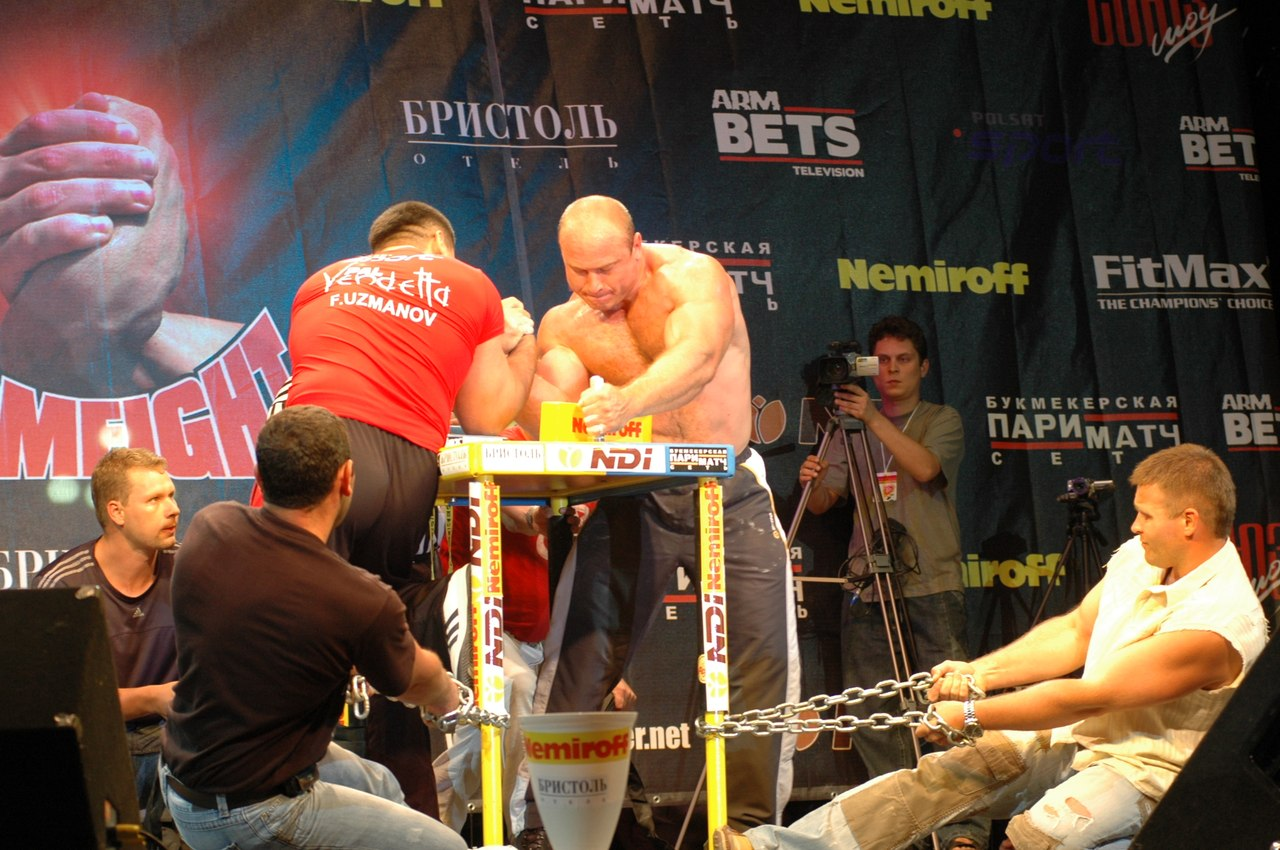 Armwrestling with chains attached to the armwrestling table: Farid Usmanov Vs. Alexey Semerenko - 2007
