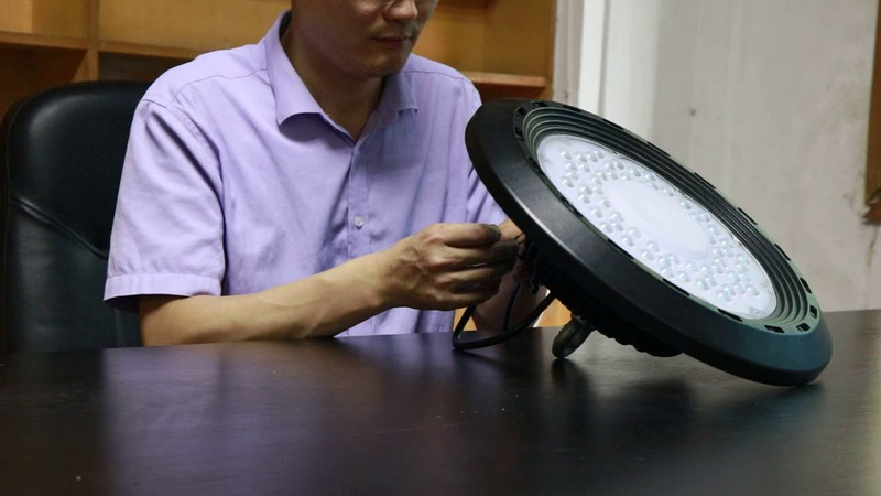 200 watt UFO LED High Bay Light Showing By Engineer from China Factory