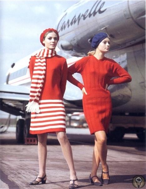 Во что были одеты стюардессы, с которыми летали наши отцы и деды (описания под фото)