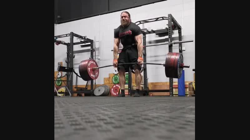 Томас Мартин из Англии, в весовой категории до 100 кг, тянет 410 кг!