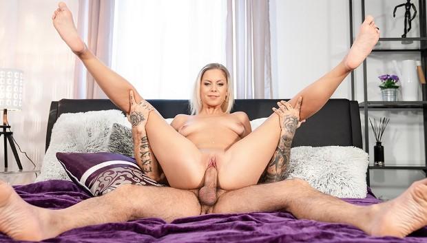 Orgasms.xxx - Blonde orgasm hunter is satisfied