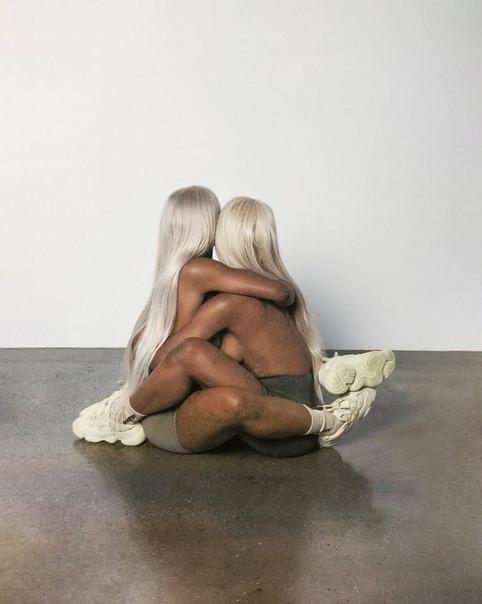 В рекламе кроссовок из коллекции Канье Уэста снялись обнаженные порноактеры