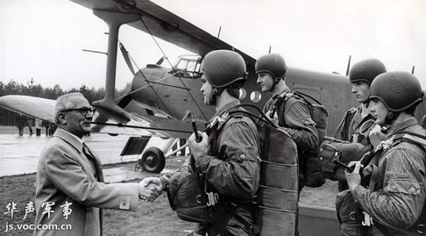 ВИЛЛИ ЗАНГЕР 40-й воздушно-десантный батальон Вилли Зангер (1960-1991) немецкий десантный батальон, созданный в ГДР для действий на территории стран НАТО в случае перехода холодной войны в