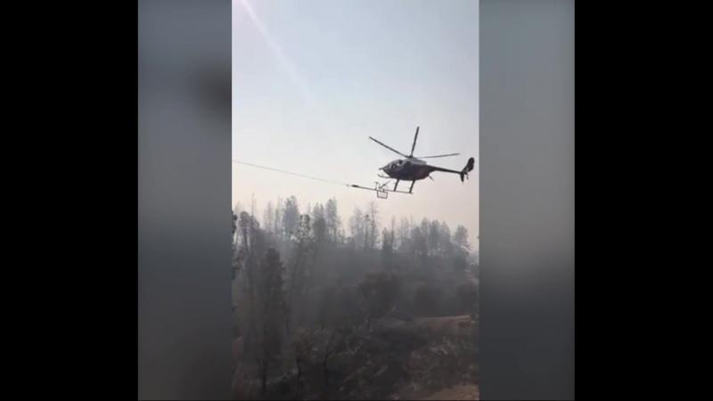 Использование вертолета для протяжки линии электропередачи