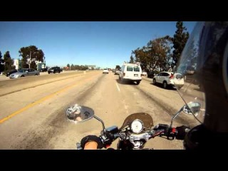 По хайвею I-10, Лос Анджелес (Riding Yamaha V-Max on I-10, Los Angeles)