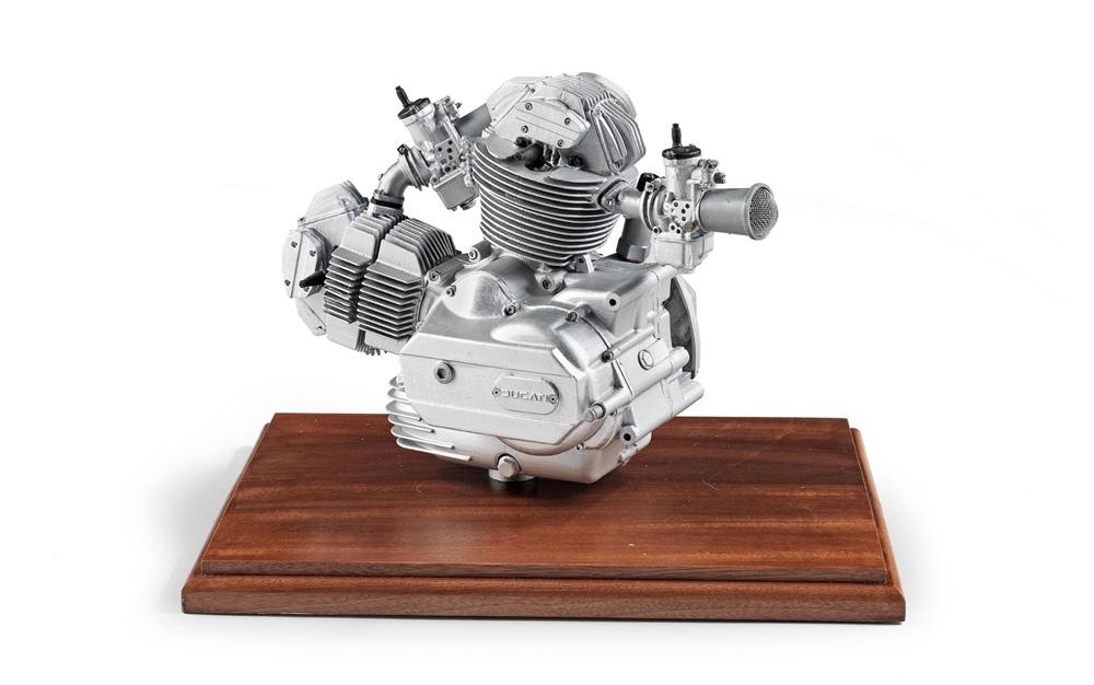 Моделька двигателя Ducati в масштабе 2/3