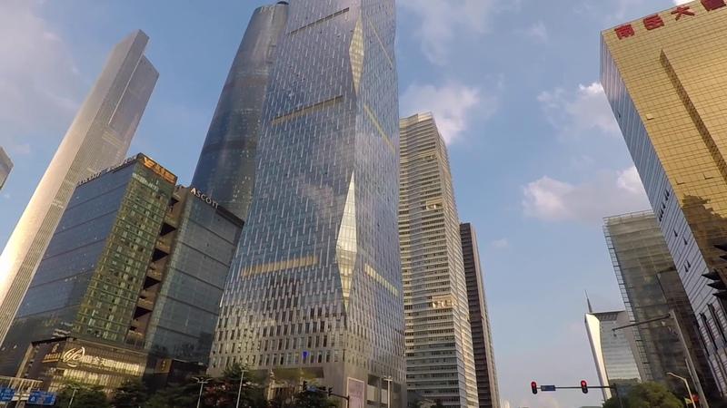 В центре небоскребы Гуанчжоу днем и ночью. Небольшая прогулка