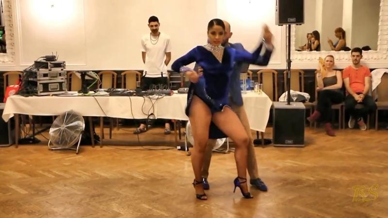 ВОТ ЭТО ТАНЕЦ *Ataca La Alemana* танцуют Цыганочку Микс *2018*