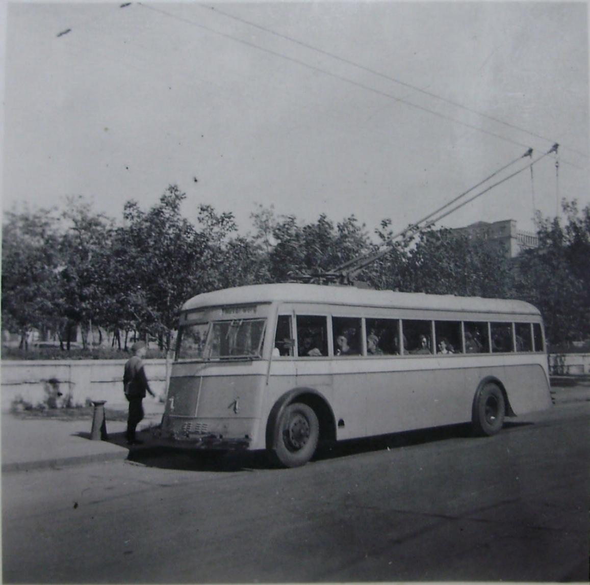 Троллейбус в оккупированном Сталино