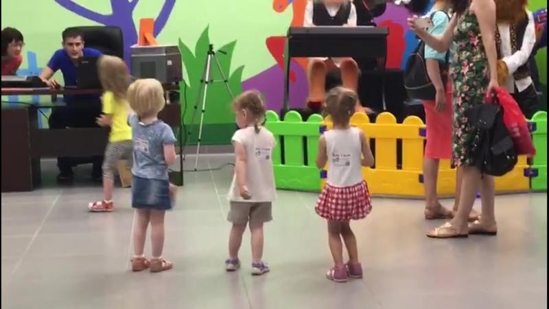Kids Island. Танцуем вместе с DOGS BAND.