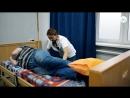 Перемещение пациента после инсульта в постели