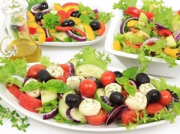 Испанский салат из помидоров и кукурузы Ensalada de