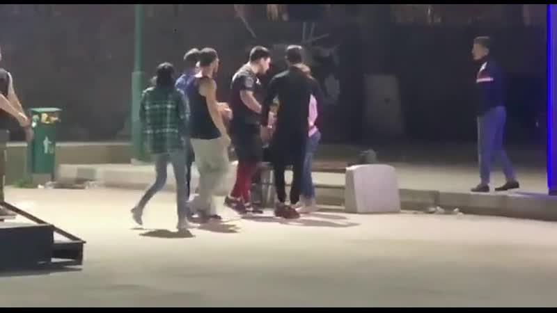 Яжемать с двумя гопниками избили подростков в скейт парке Узбекистан