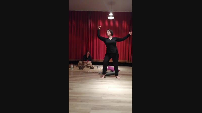Танец под звук поющих чаш. Аня Чекмазова и Женя Адамушкина