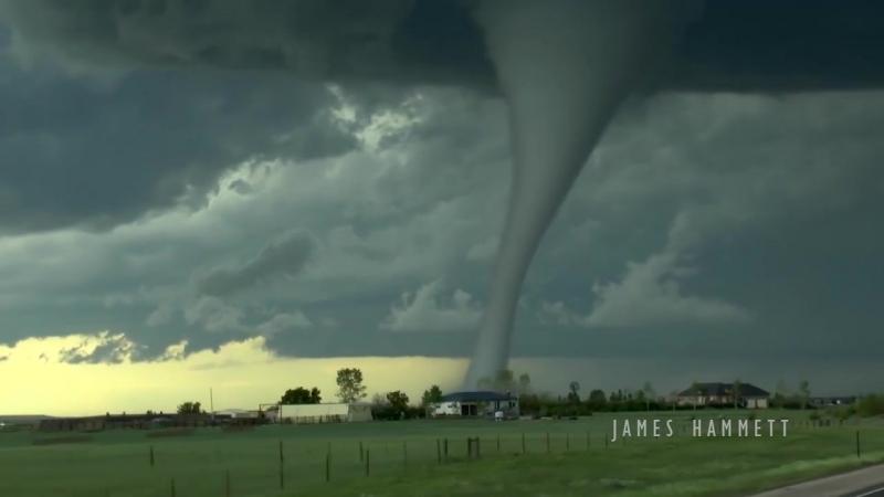 Один энтузиаст записал зарождение торнадо неподалеку от городка Ларами, штат Вайоминг