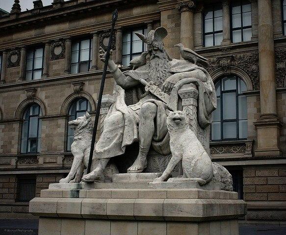 Скульптуры, памятники и монументы - Страница 2 Etpp5dw_pDw