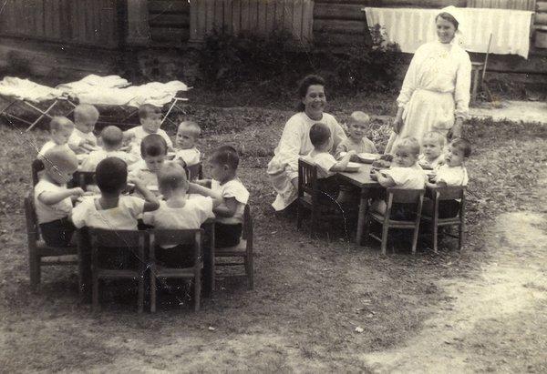 Детский сад в пос. Текстильщики на окраине Москвы, 1949 г.