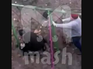 В Брянске муж с женой разломали площадку, чтобы дети не играли под окнами