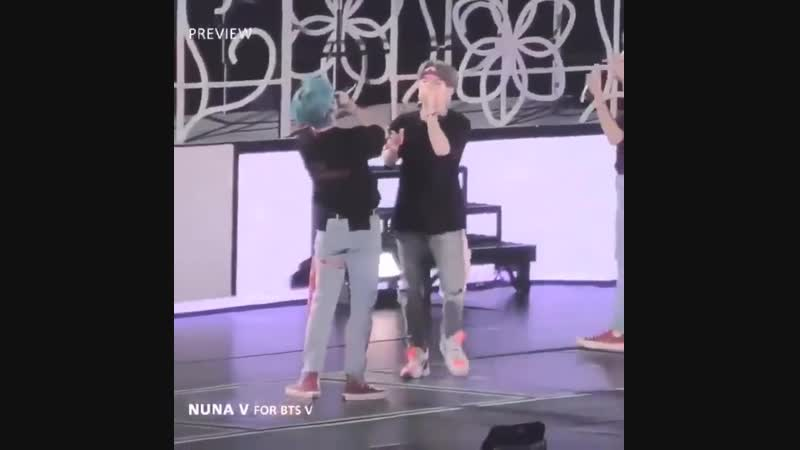 YOONGI REALLY JOINED AND ALSO SANG TAES PART IM FUCKING SCREAMING -