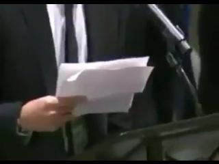 Намджун так переживал во время своей речи, что у него тряслись руки, защитите его кто-нибудь.mp4