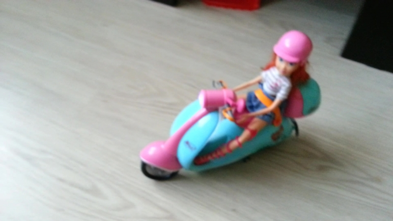Блум на мотоцикле