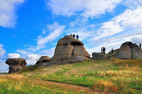 АРХЕОЛОГИЧЕСКИЙ КОМПЛЕКС БОЛЬШИЕ АЛЛАКИ. Большеаллакский археологический комплекс находится на территории Каслинского района Челябинской области, в 8 км к востоку от города Касли, в 2,5