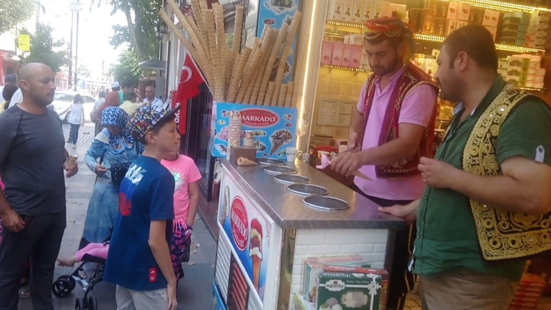 Стамбул. продавец мороженого.
