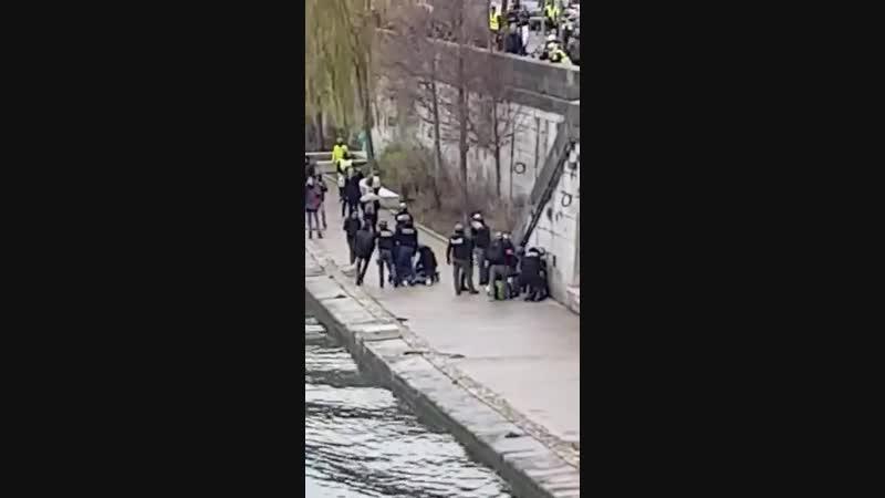 Image de violence policière prise à Lyon samedi dernier.