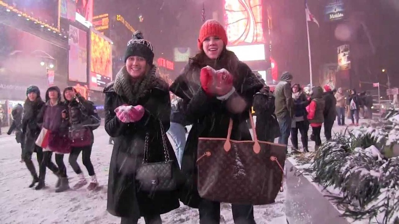 SELFIES IN TIMES SQUARE 2014 NYC First Snow Storm! Let It Snow NYCBlizzard Hercules 1/2/14