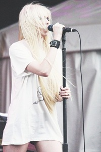 Яна Коваленко