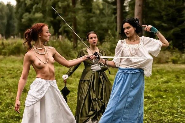 Женщины борятся с мужчинами голыми фото 127-367