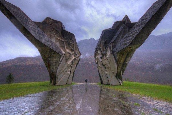 Монумент, посвященный Второй мировой войне, Босния и Герцеговина.