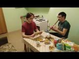 Русский парень читает татарские стихи, татарин играет на Курае