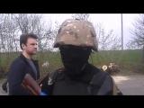 Славянск.20 апреля,2014.Ополченец рассказывает о ночной перестрелке на блок-посту.