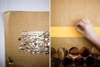 Вам понадобится большое количество булавок и кружочков для украшения платьев (их можно найти.